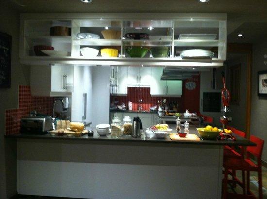 Paintbox Lodge: Miele Kitchen breakfast spread