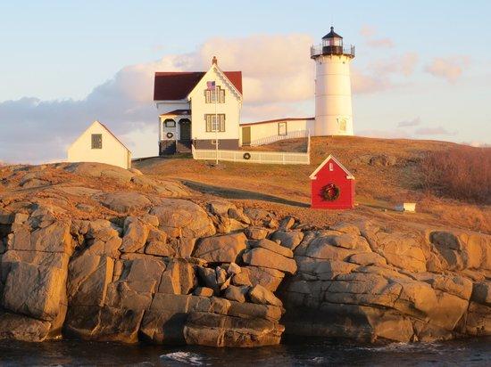 Cape Neddick Nubble Lighthouse : sun glow