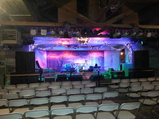Gruene Hall : Seating before they let anyone in