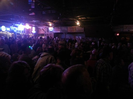 Gruene Hall: The crowd at the concert