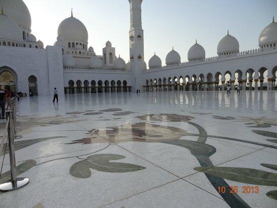 Sheikh  Zayed Mosque: Patio da mesquita