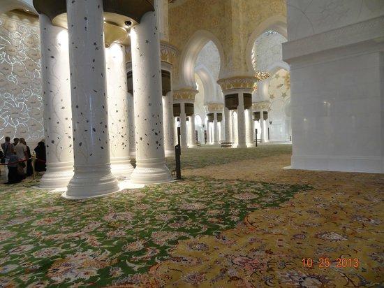 Sheikh Zayed Mosque: Os tapetes e as colunas do Sheikh Zayed Grand Mosque