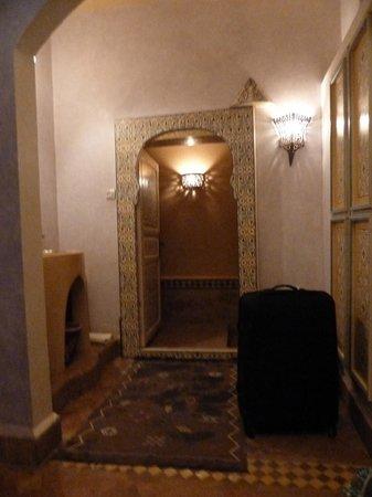 Ksar Jenna : Acceso a baño desde habitación