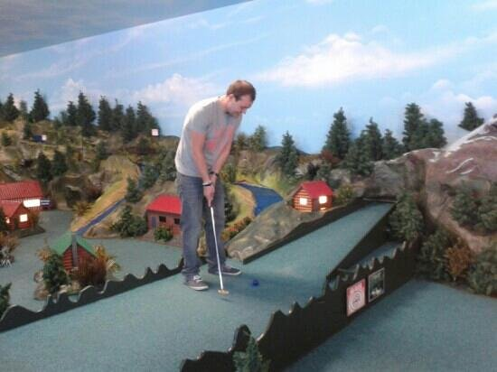 CaddyShack City Mini Golf: just tap it in!