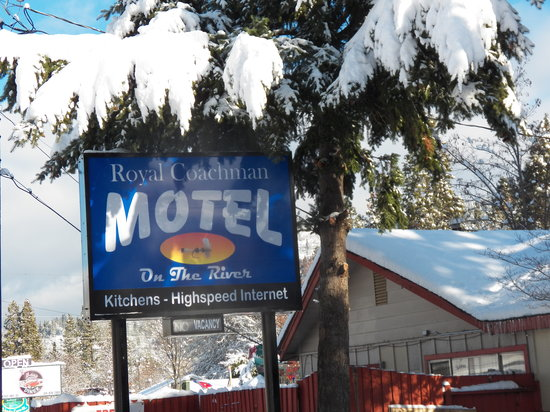 The Royal Coachman Motel: Beautiful snow