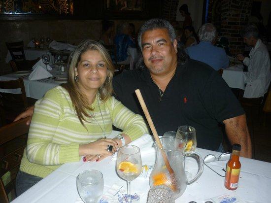 Columbia Restaurant: Mis esposa y yo disfrutamos la Sangria con Champagne