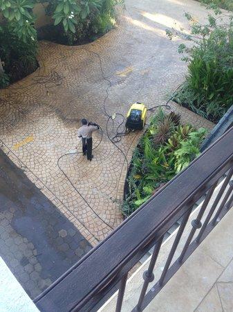 Hotel Tamarindo Diria : 6:45 AM wake up call!