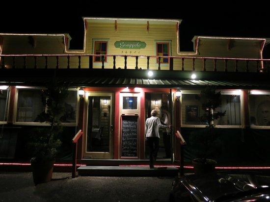 Trattoria Grappolo: Entrance is in small strip center