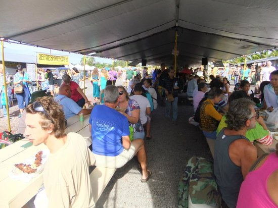 Maku'u Farmer's Market: live entertainment
