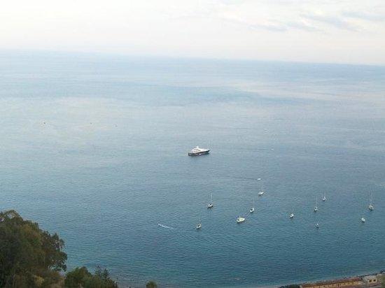 Metropole Taormina Maison d'Hotes: Vast sea expanse from balcony