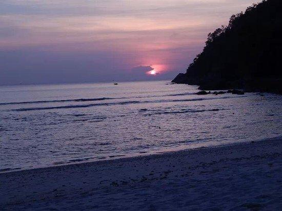 Merlin Beach Resort: hotel beach