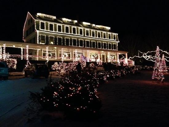 Inn On Newfound Lake : the Inn at Christmas,