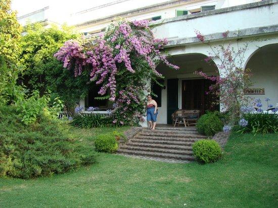 Hotel Villa Victoria de Tigre: Uno de los accesos a la galeria.