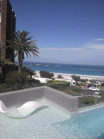 POD Camps Bay : Vista da piscina