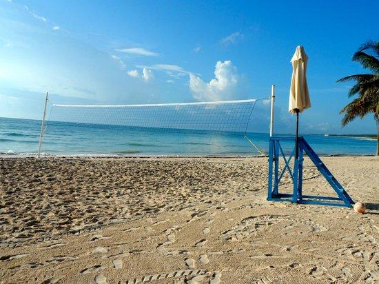 Dreams Tulum Resort & Spa: Volleyball court