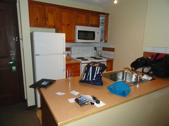 Coast Blackcomb Suites at Whistler: Kitchen