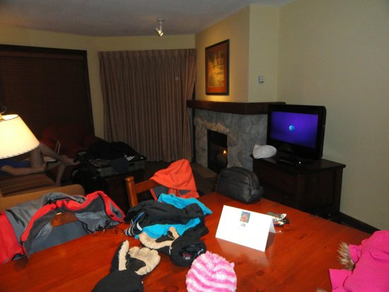 Coast Blackcomb Suites at Whistler: Living room with pull out couch