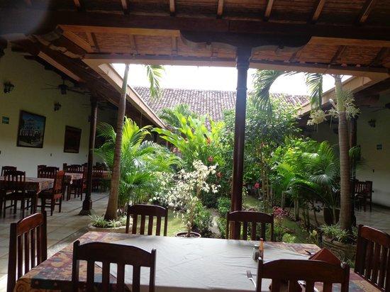 Hotel El Almirante: patio iterno