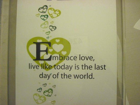 Tune Hotel Danga Bay: motivational posters along the corridor