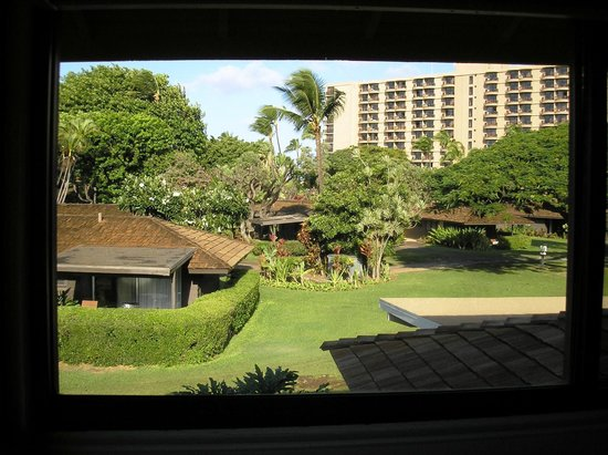 Royal Lahaina Resort: View from daybed window, facing the Tower