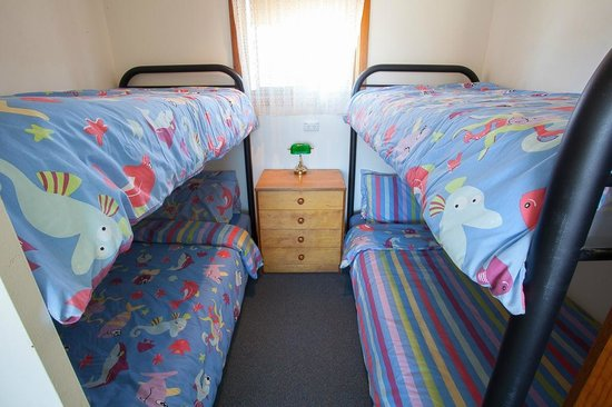 Henleys Holiday Flats: 2nd bedroom contains 2 x bunk beds