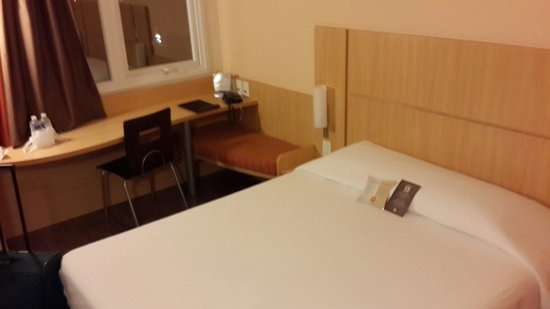 quarto simples, mas muito arrumado e LIMPO fotografía de  ~ Quarto Simples Mas Arrumado