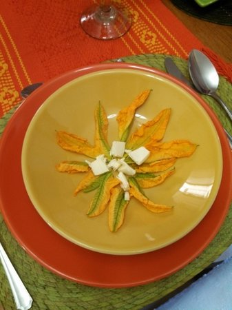 Alma de mi Tierra Cooking School: Squash Blossoms for soup