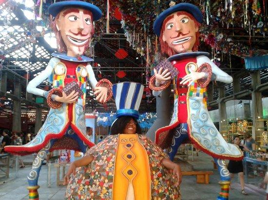 SESC Pompeia : bonecos de carnaval