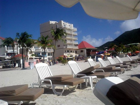 Holland House Beach Hotel : Their chairs for rent