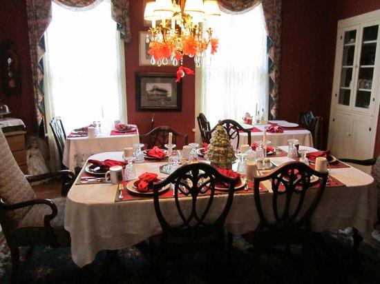 Alexander Homestead: diningroom