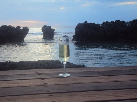 Ripples on the Bay: champagne by the pool