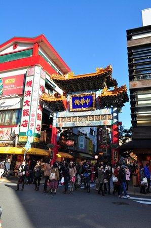 Yokohama Daihanten : 横浜大飯店の横の善隣門