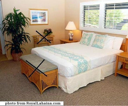 Royal Lahaina Resort: I forgot a bedroom pic, this is the hotel's photo, our room the same, minus the 2 pcs of furnitu