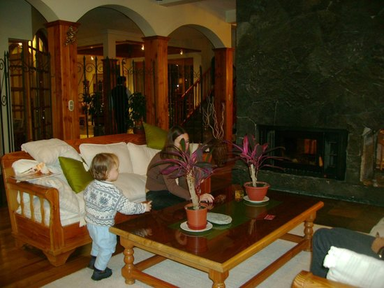 Photo of Hotel Huincahue Pucon
