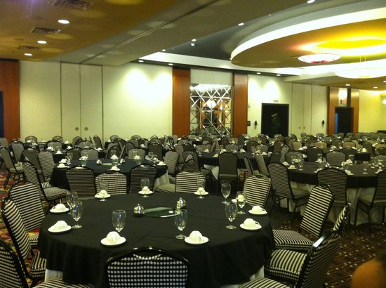 DoubleTree by Hilton Hotel Chattanooga Downtown: A quick pic of the banquet room setup
