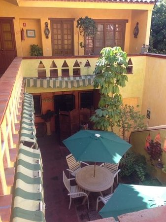 Mis Amores Hotel-Restaurante: Planta superior y patio central