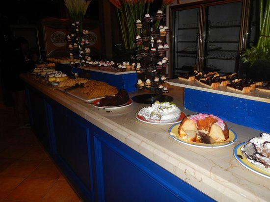 The Marketplace: buffet dessert diner