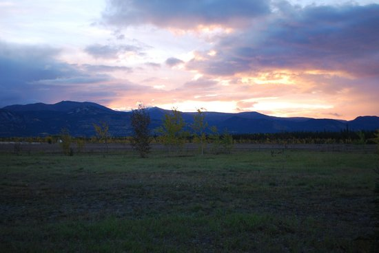 Sundog Retreat: Sunrise from outside our cabin