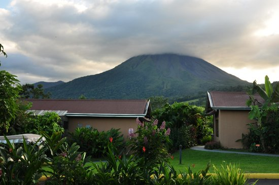 Arenal Springs Resort and Spa: Volcano from our room
