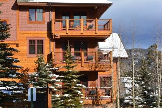 Mountain Thunder Lodge: The views from these balconies of peak 8 is awesome.