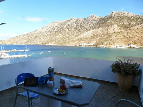 Simeon Rooms & Apartments: view from the room's balcony of Kamares harbor
