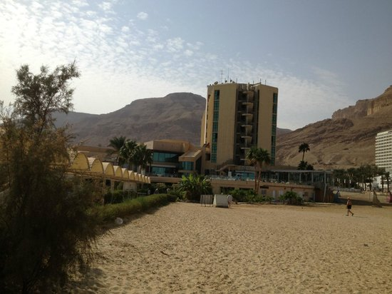 Hod Hamidbar Resort and Spa Hotel : View of the hotel from the beach