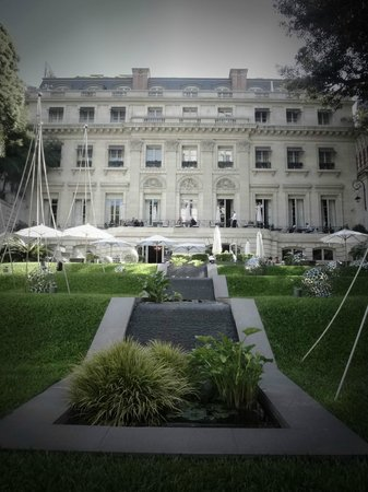 Palacio Duhau - Park Hyatt Buenos Aires: the palace and garden view