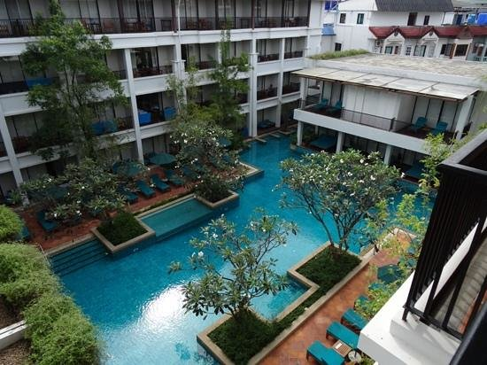Banthai Beach Resort & Spa : view from level 4 annexe wing, all rooms have pool views