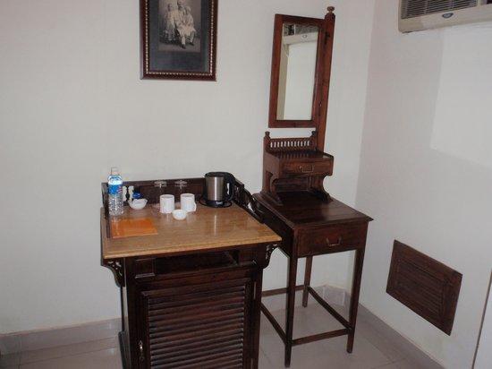 Dera Rawatsar: vanity area