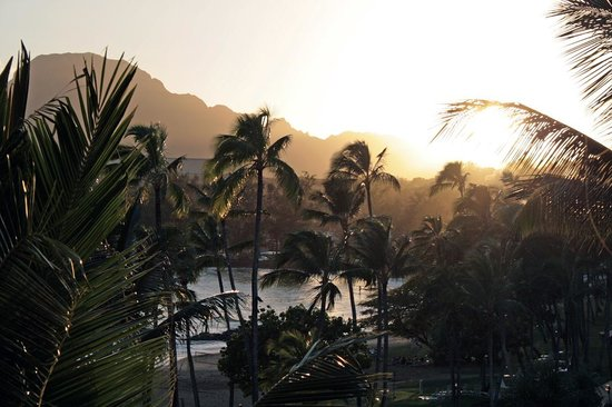 Kaua'i Marriott Resort: The view of a sunset and the ocean beach from our room.