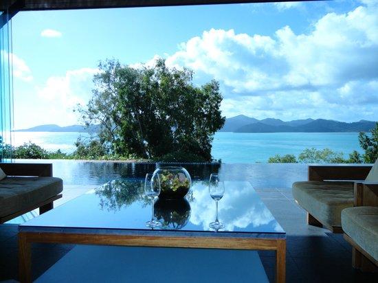 Qualia Resort : hotel lounge/reception area looking onto the pool & beach