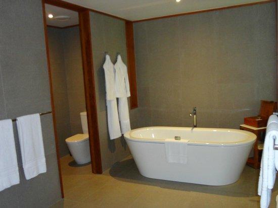 Qualia Resort : bathroom