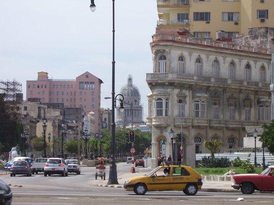 Casa Hilda y Alejandro: Prado y Malecon, 50 metros de la casa