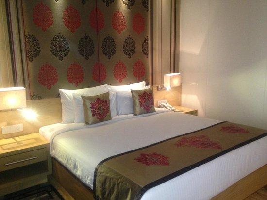 Hotel Jivitesh: Comfy bed